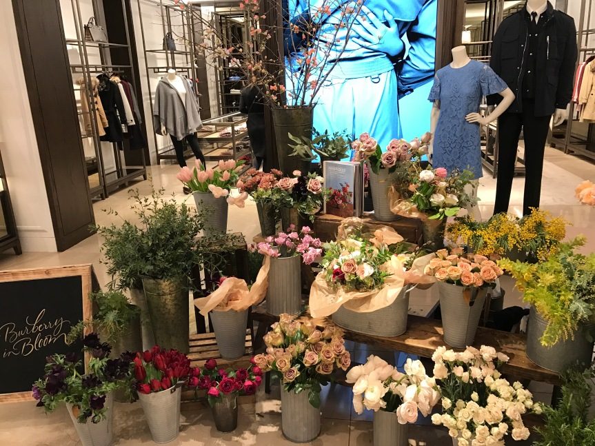 """""""Burberry in Bloom"""" at Brookfield Place: Beautiful Free Bouquets for Valentine's Day"""